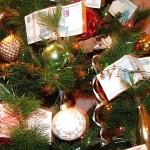Украшаем новогоднюю ель деньгами