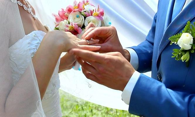 Стильный свадебный костюм голубого цвета