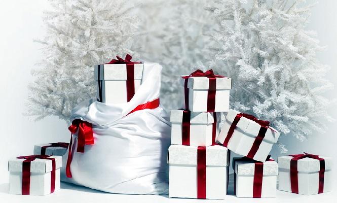 Белый мешок наполненный коробками