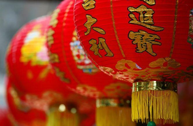 Традиционные красные шары