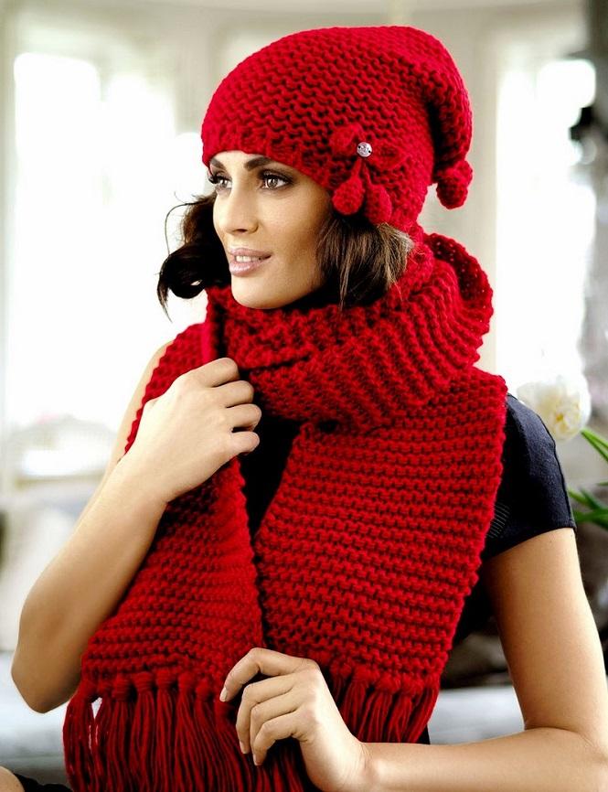 Широкий красный шарф