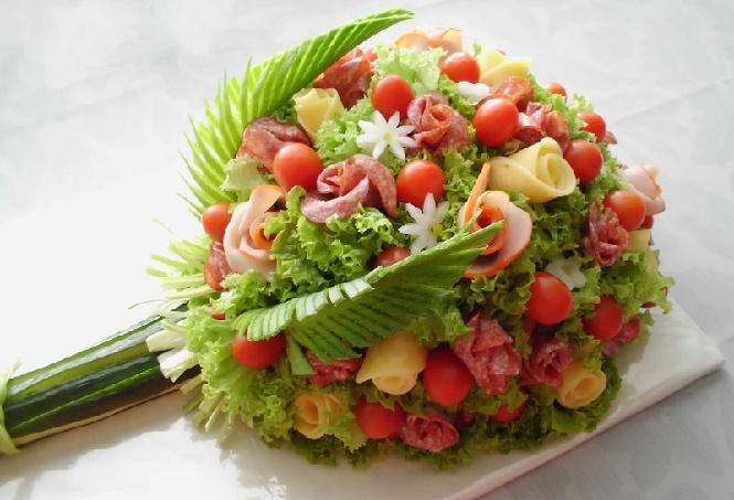 Большие листья салата