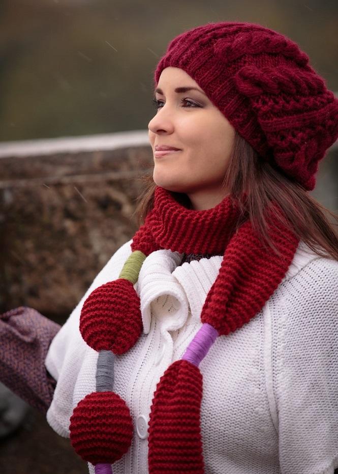 Розовый свитер на пуговицах