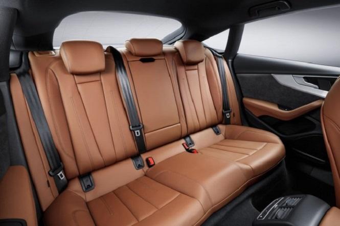 Задних три пассажирских сиденья