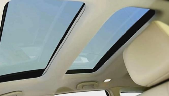 Два стеклянных люка в крыше
