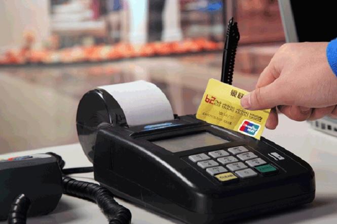 Безналичный расчет при покупке товаров в магазине
