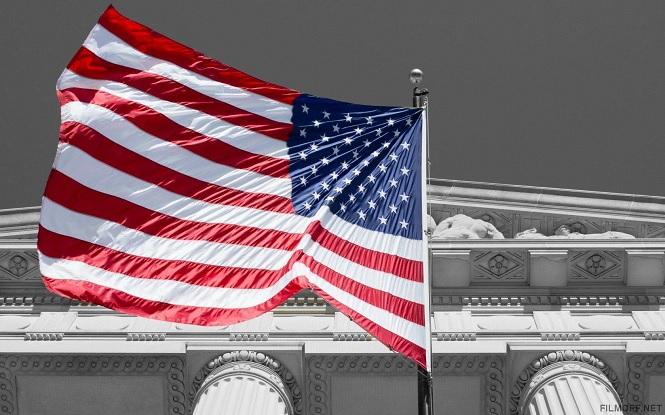 Американский флаг на ветру
