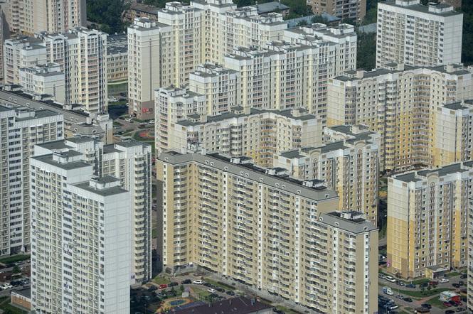 Новый поселок новостроек на окраине Москвы