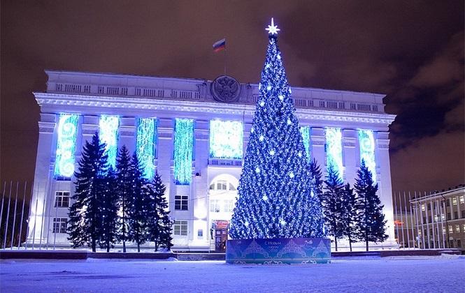Центральная Кемеровская украшенная елка
