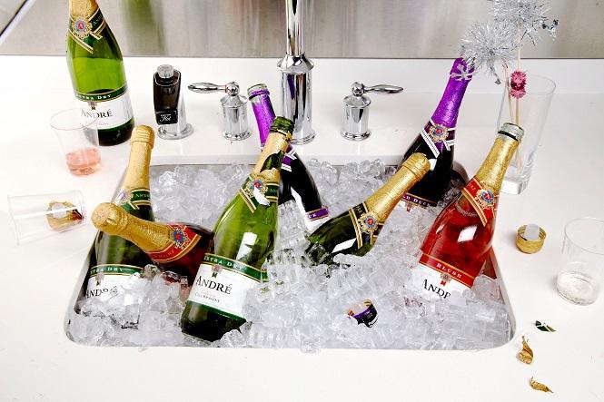 Охлаждение новогодних алкогольных напитков