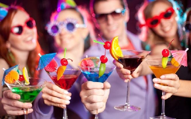 Разноцветные сладкие коктейли