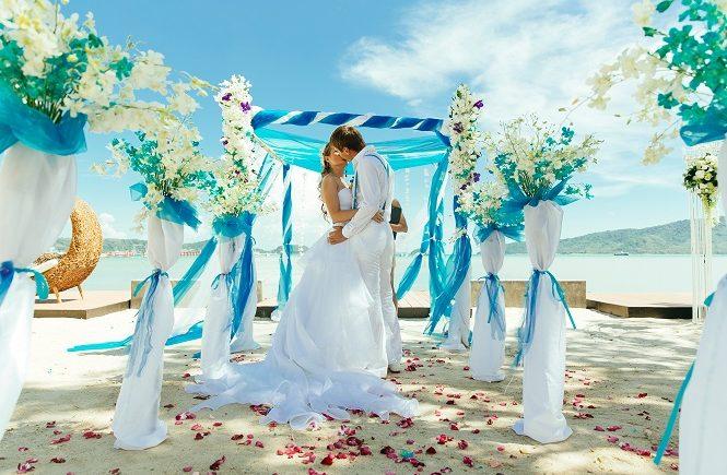 Выездная церемония бракосочетания на берегу моря