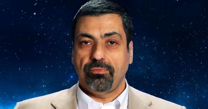 Павел Глоба на фоне звездного неба