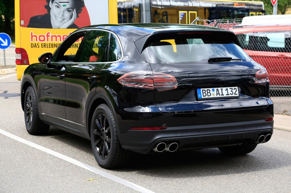 фото Porsche Cayenne сзади