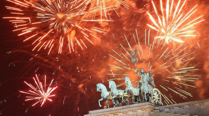 Бранденбургские ворота и фейерверк