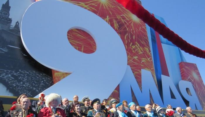 Празднуется дата 9 Мая, начиная с 1945-го. В ежегодном перечне мероприятий первым пунктом стоит праздничный парад.
